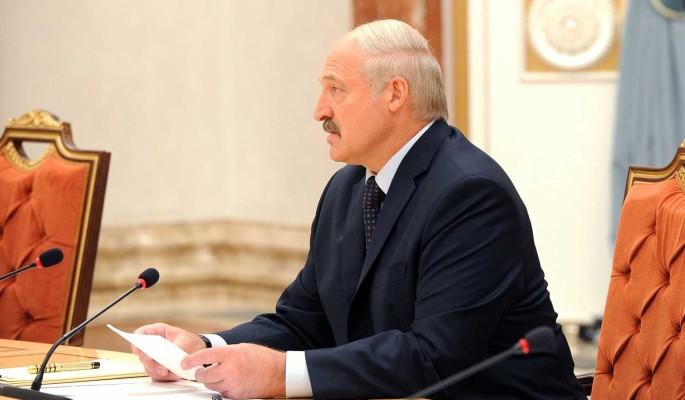 Дипломат заявил о возможности бегства Лукашенко из Белоруссии на российском вертолете