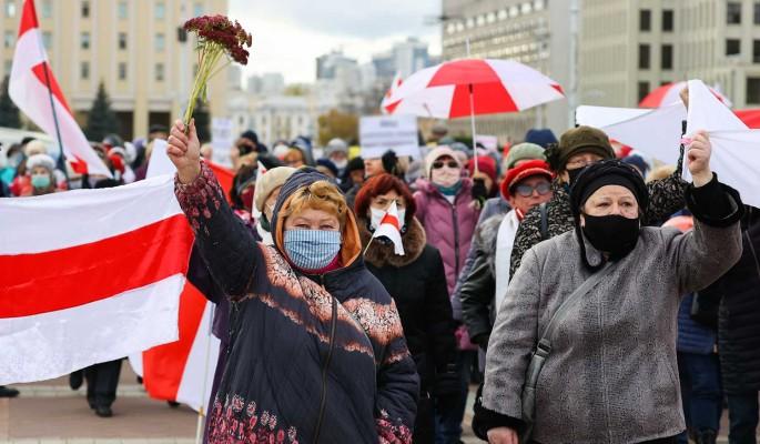Белорусов призвали не надеяться на помощь Запада: Остались один на один с режимом