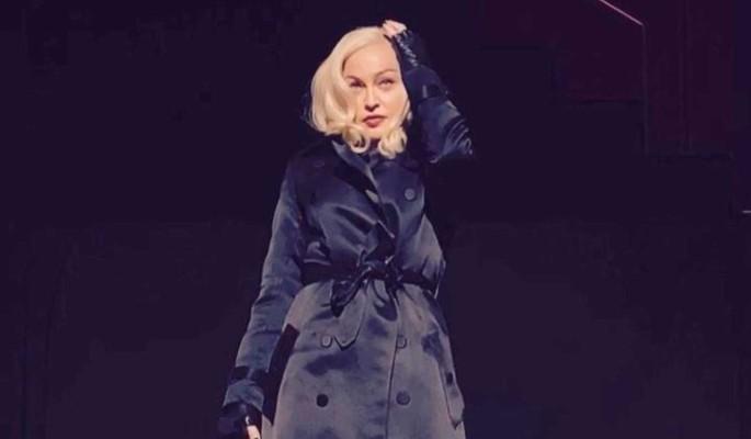 Заштопанная Мадонна до смерти напугала поклонников бедром