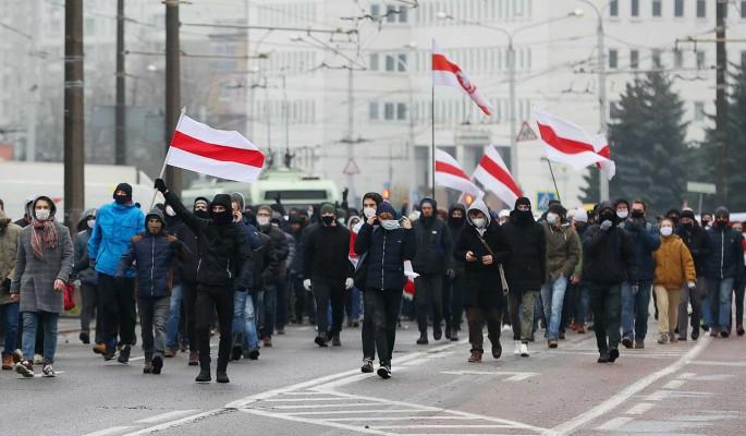 """""""Одиноких омоновцев окружают и начинают бить"""": политолог о большой удаче протестующих в Минске"""