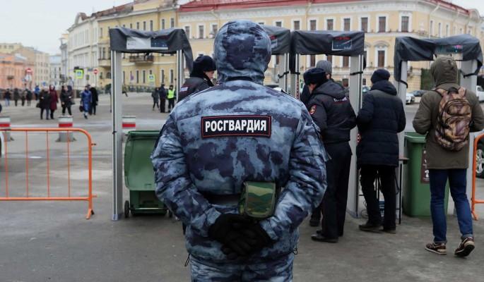 Неизвестный взял в заложники шестерых детей в квартире в пригороде Петербурга