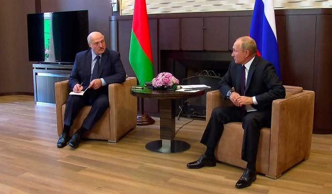 Экономист: Лукашенко не признается, что Путин накричал на него