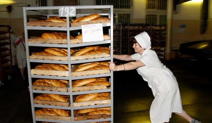 Впервые за пять лет: беднеющие россияне переходят на хлеб и воду