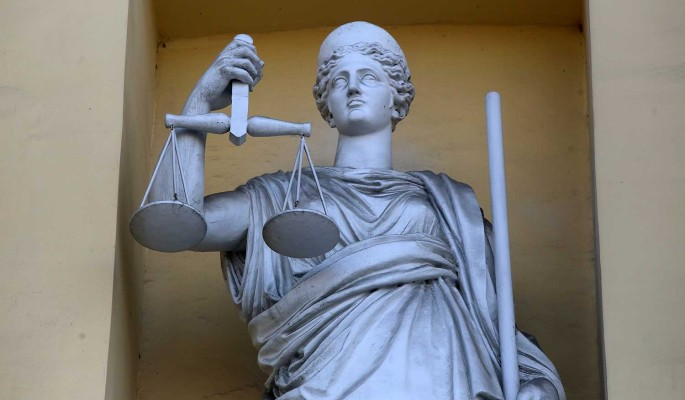Обвиняемой в вымогательстве судье из программы