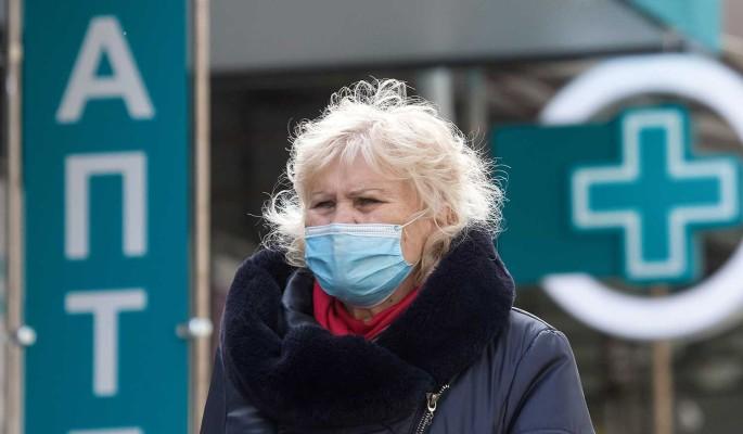 Россияне начали массово скупать продукты и лекарства на фоне пандемии