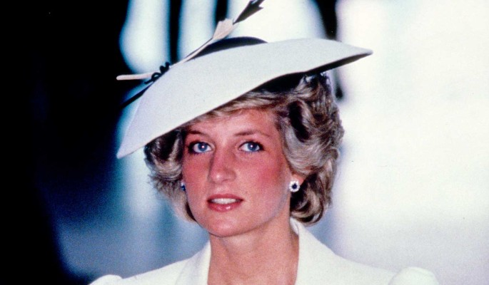 Был жесток с Дианой: возмущенные подданные набросились на принца Чарльза