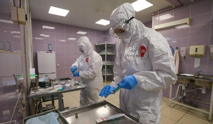 За сутки в России коронавирус обнаружили у 27 403 человек