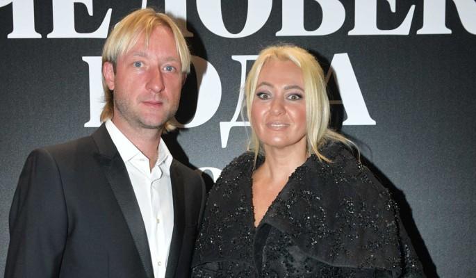 С криком бежал от психолога: СМИ сообщили о травме у сына Плющенко