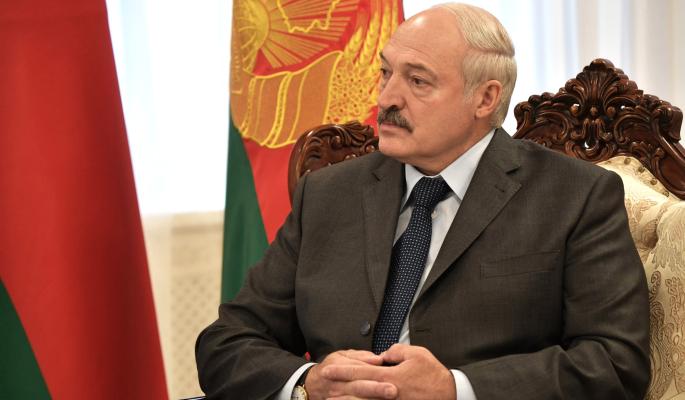 Покинувшая Белоруссию Алексиевич о диктатуре Лукашенко: Страна превратилась в военный лагерь