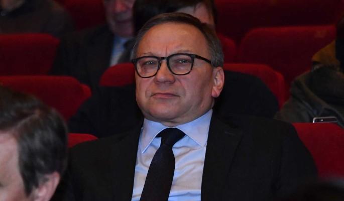Появились подробности состояния госпитализированного с коронавирусом Угольникова