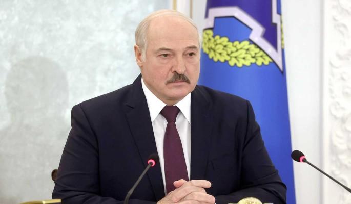 Лукашенко хочет заставить белорусов работать в атмосфере страха и террора – политолог