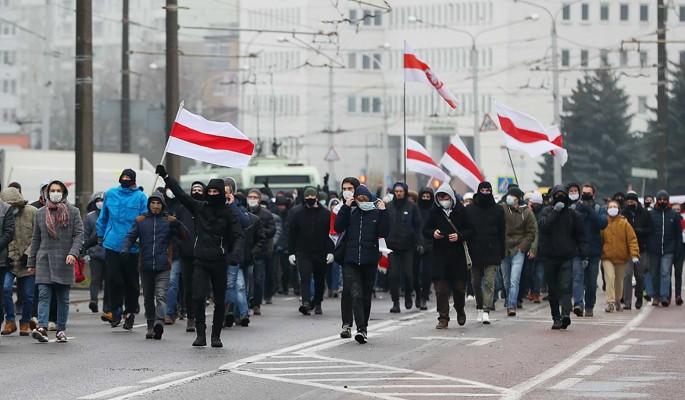 Белорусский дипломат: Протестующих поддерживают тысячи чиновников