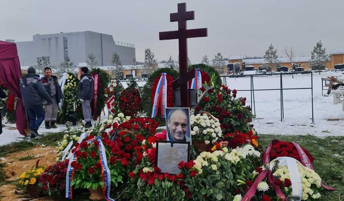 Такого на кладбище давно не видели: что случилось с могилой Гафта сразу после похорон