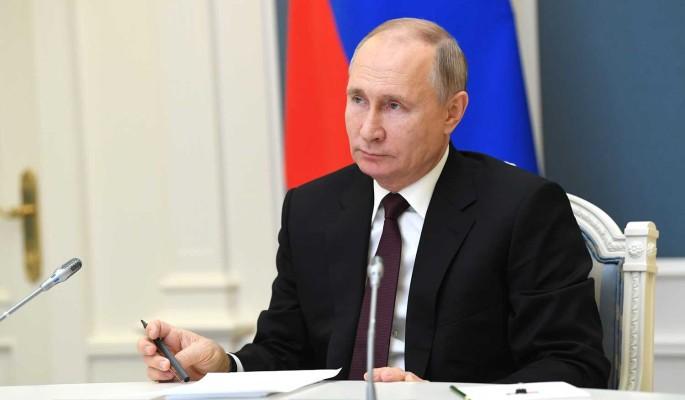 Путин заявил о необходимости расселить всех россиян из аварийного жилья