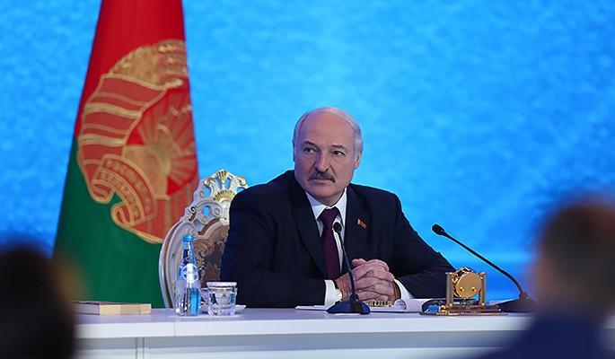 """Сенатор Пушков: Лукашенко хотел быть в команде с Меркель, а """"загнали"""" к Путину"""