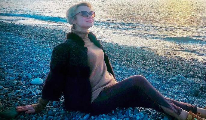 """""""Бесстыдницы!"""": Цымбалюк-Романовская на морском курорте довела народ до слез"""