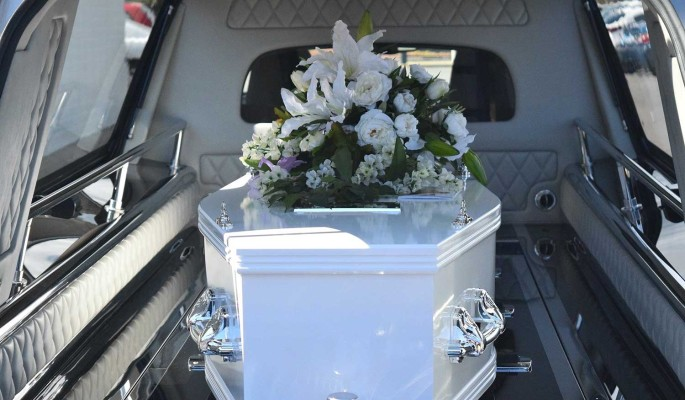 Прощания не будет: оскандалившуюся Дрожжину без посторонних похоронят на Кунцевском кладбище