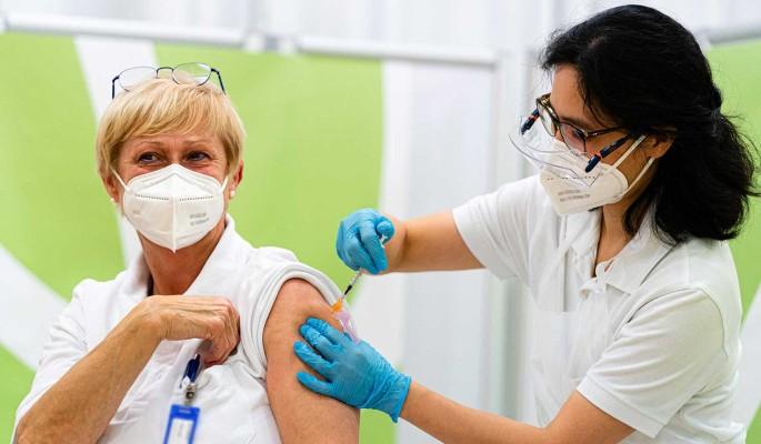 В Норвегии умерли 23 человека после прививки вакциной Pfizer