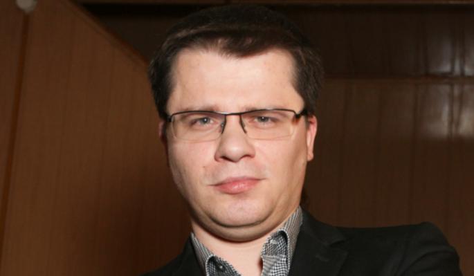 Не Асмус: холостяка Харламова сняли целующимся с известной артисткой