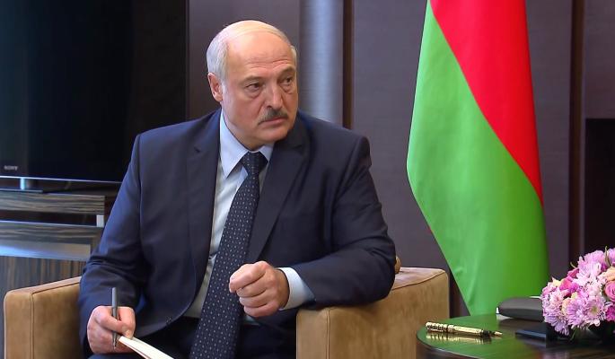 Венедиктов объяснил манипуляции Лукашенко с конституционной реформой: Он виляет, а его давят