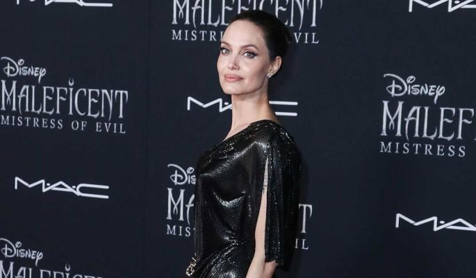 Драные джинсы: дочь Джоли появилась на улице в странном виде