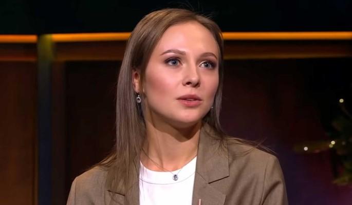 """Руки привязаны к изголовью: появились постельные фото актрисы """"Крепостной"""""""