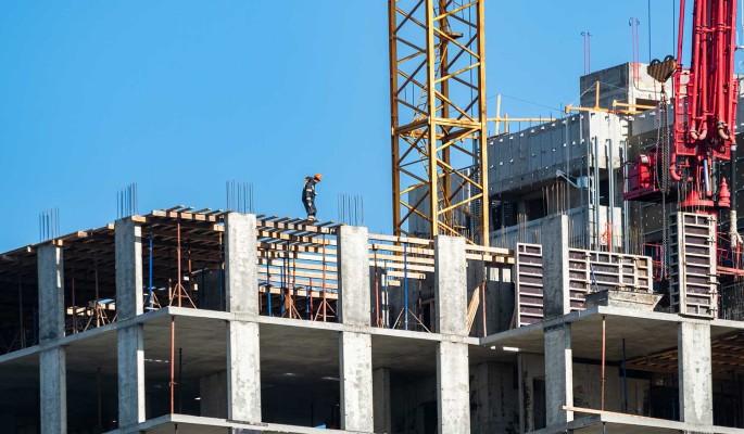 Московских строителей привьют от коронавируса на рабочем месте