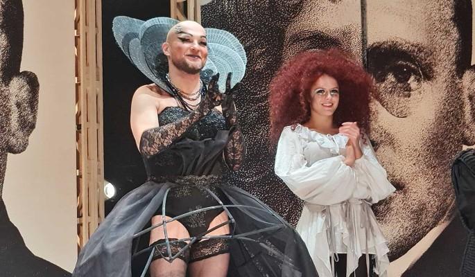 Шикарная дама в театре Табакова оказалась носящим чулки и бюстгальтеры мужиком