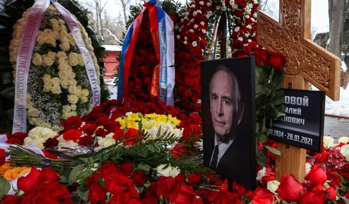 Господи, помилуй: могила Ланового утонула в первый же после похорон день
