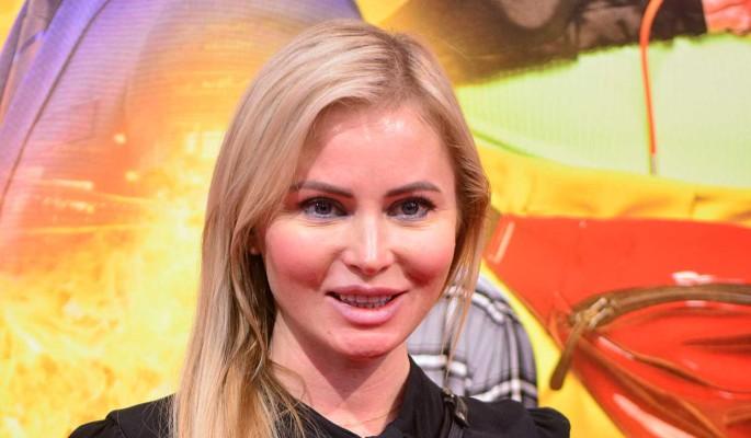 """""""Если и присылала, то не этому чучелу"""": Борисова плюнула в Калашникову за """"слив"""" интим-фото"""