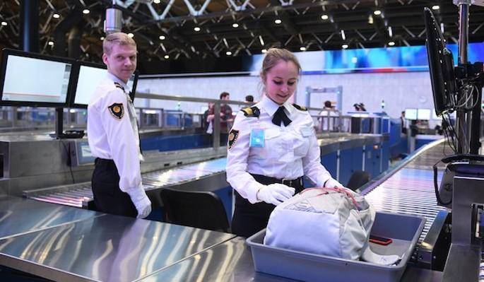 В аэропорту Красноярска сделали место для поцелуев
