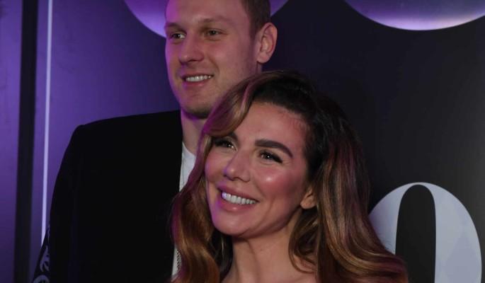 Страстное фото Седоковой с мужем просочилось в Сеть