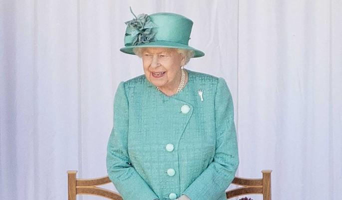 Королева Елизавета II нанесла Меган Маркл сокрушительный удар