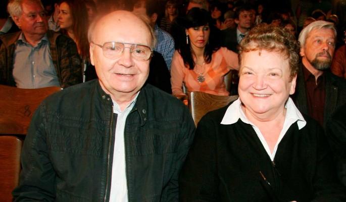 Ничего неизвестно: вдова перестала выходить на связь после смерти Мягкова