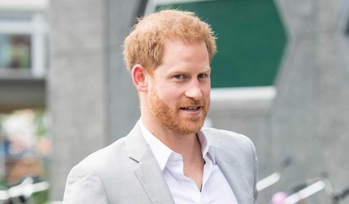 Нож в спину: королева Британии лишает внука  военных титулов