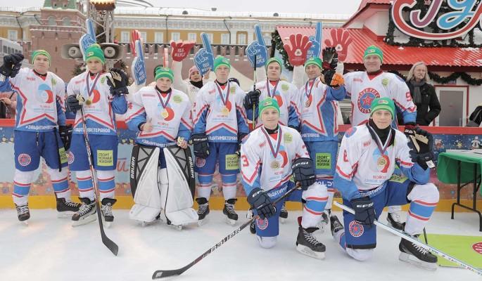 Команда РДШ сыграла в хоккей в поддержку ветеранов