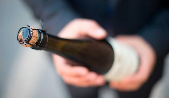 Извлеченную из порванного кишечника Шевчука бутылку предложили выставить на благотворительный аукцион
