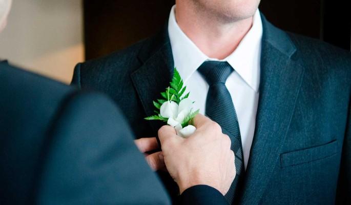 Сыгравший гей-свадьбу российский ведущий устроил истерику ради убежища в США