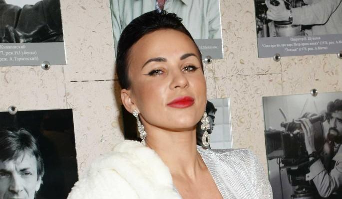 Интимные снимки, драка и шантаж: известная актриса попала в переплет из-за подруги