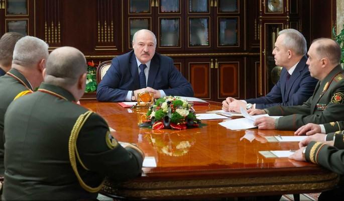 """Лукашенко предупредил об угрозе """"подрыва"""" Белоруссии изнутри: Сейчас на все зубы будут пробовать"""