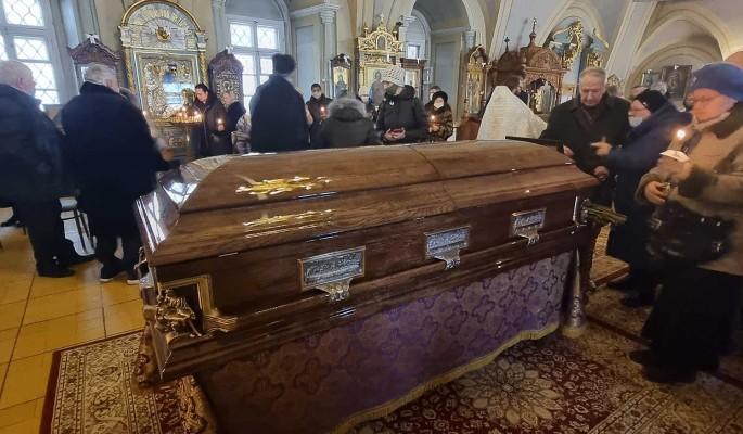 """""""Жуткая история!"""": Юлиан у гроба Лядовой заявил об обобравших ее """"черных риелторах"""""""
