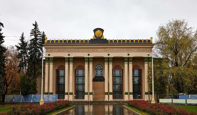 Усадьбы, исторически ценные особняки и ВДНХ реставрируют в Москве в 2021 году