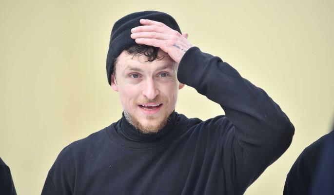 Сообщившая о беременности любовница Мамаева едет в Россию