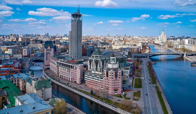 Старинные газовые фонари и набережная с подсветкой: остров Балчуг в Москве благоустроят