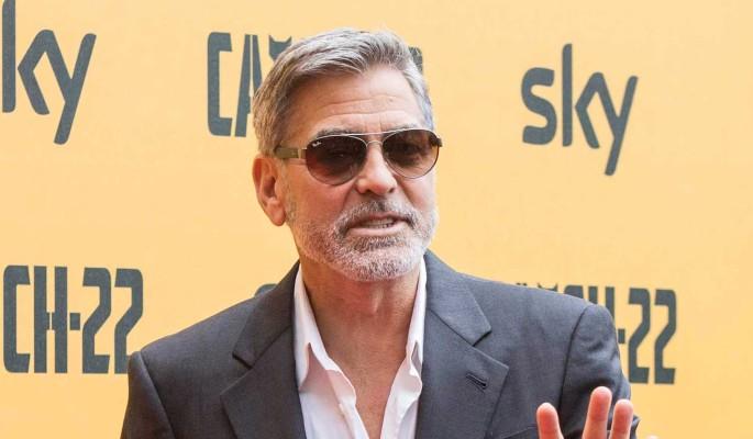 Жестокий розыгрыш: Джордж Клуни научил детей есть содержимое подгузников