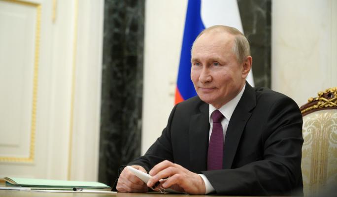 Путин после прививки от коронавируса спит рядом с градусником