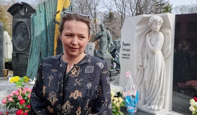 Внучка на могиле Гурченко сделала громкое заявление о новых судах за наследство