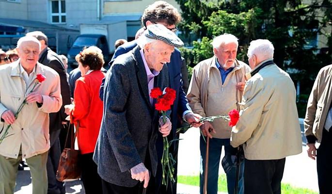 Дегтярев увеличил выплаты ветеранам ко Дню Победы