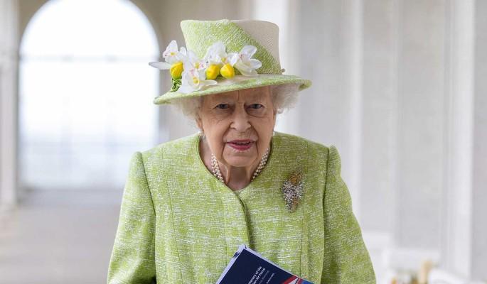 Словно кость в горле: Елизавету II настиг новый удар