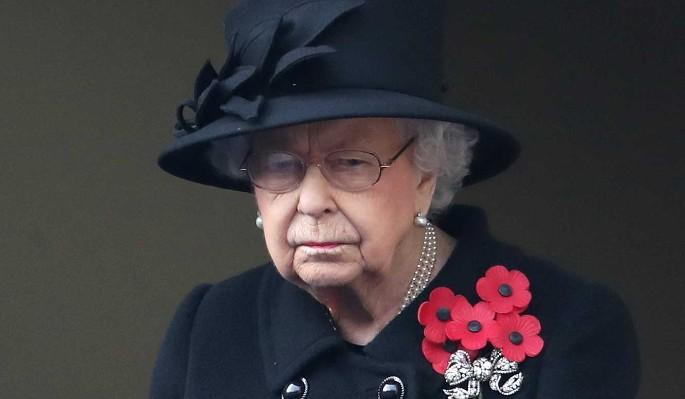 Большое горе: Елизавета II вместе с народом скорбит о муже